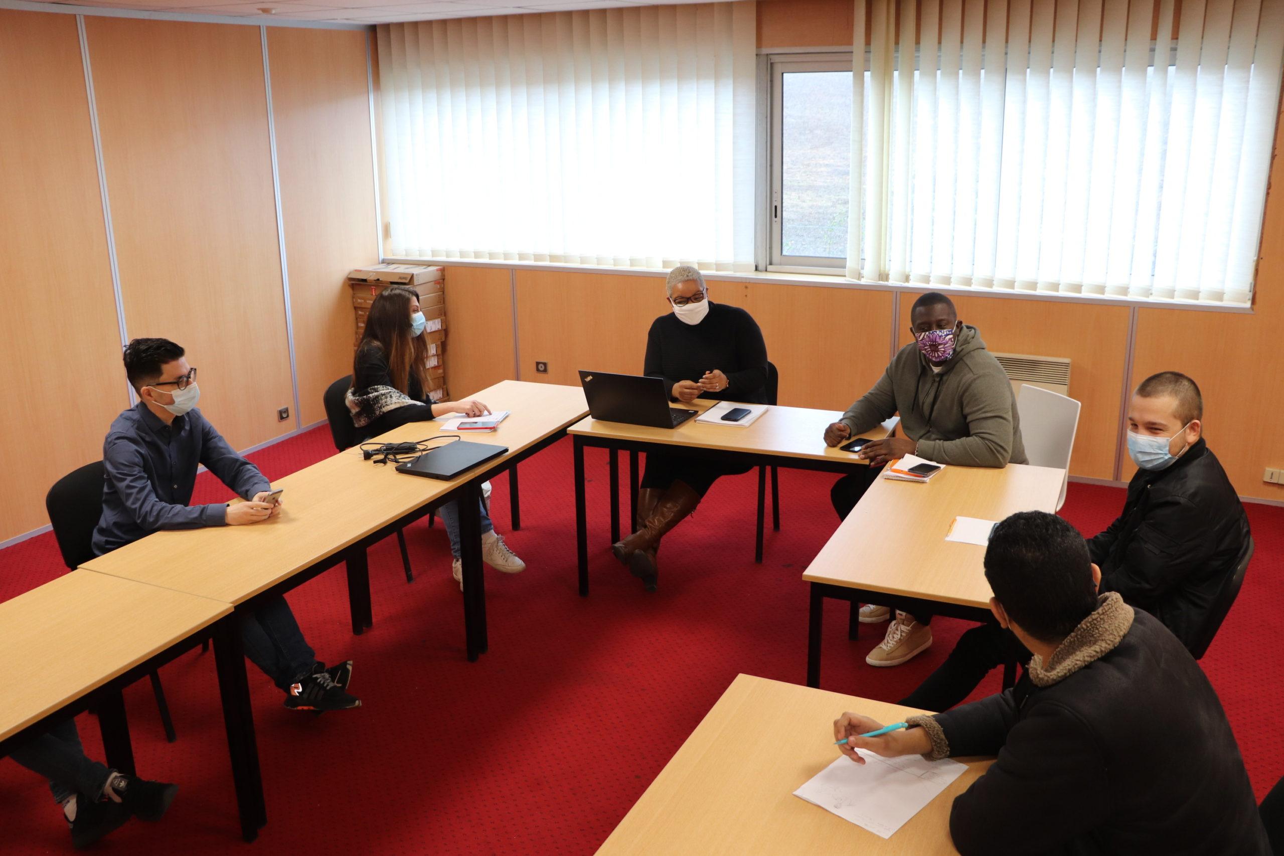 L'equipe insersite en réunion